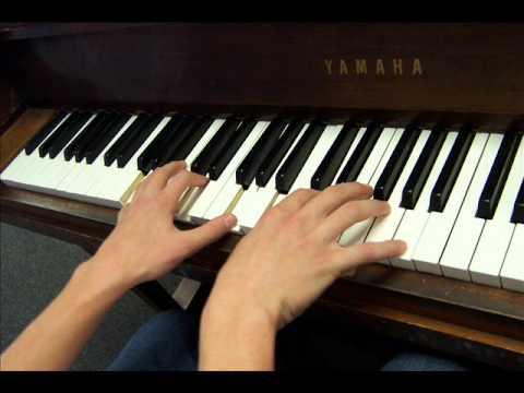 Играет пианино у меня